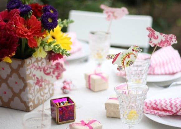 bright-centerpieces-wedding-details-birds