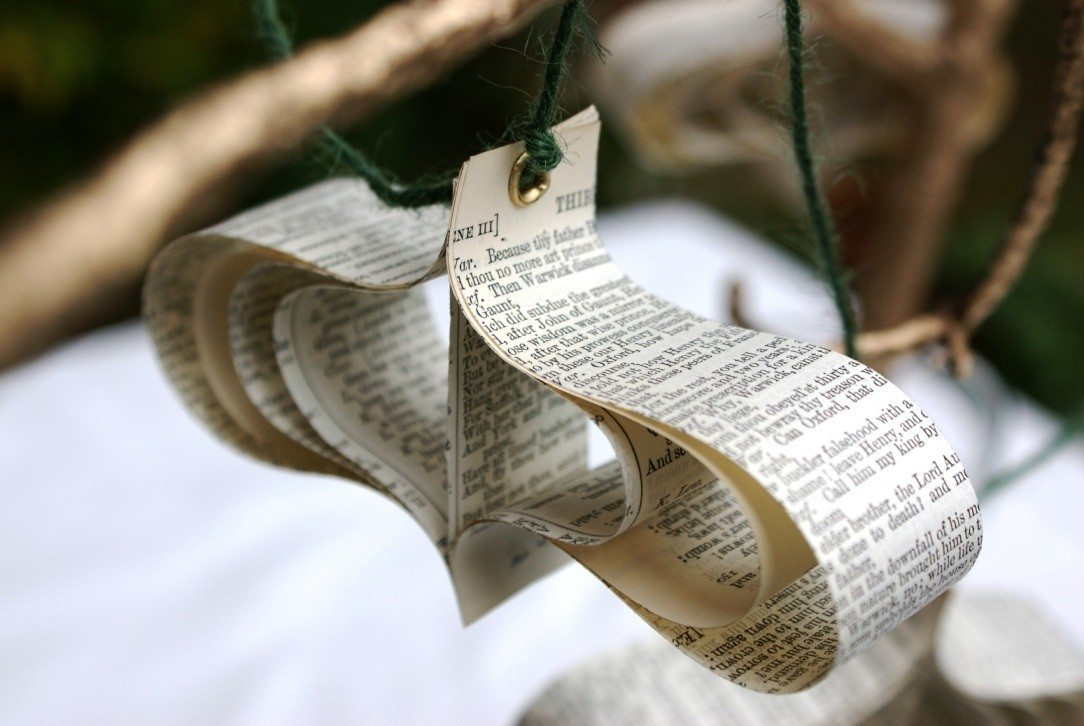 Paper garlands ornaments by bookity the sweetest occasion for Diy paper ornaments