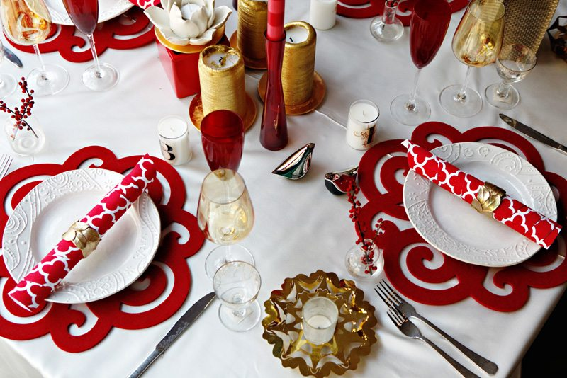 Red white patterned holiday christmas table ideas