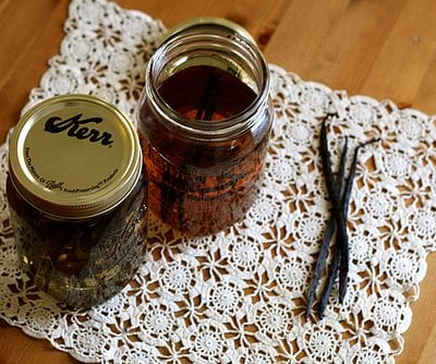 DIY Vanilla Extract Favors thumbnail