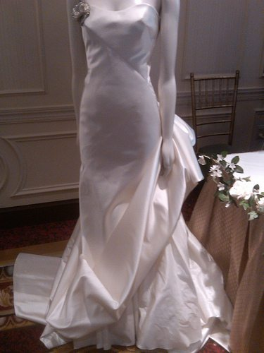 modern-silk-wedding-gown-the-wedding-party