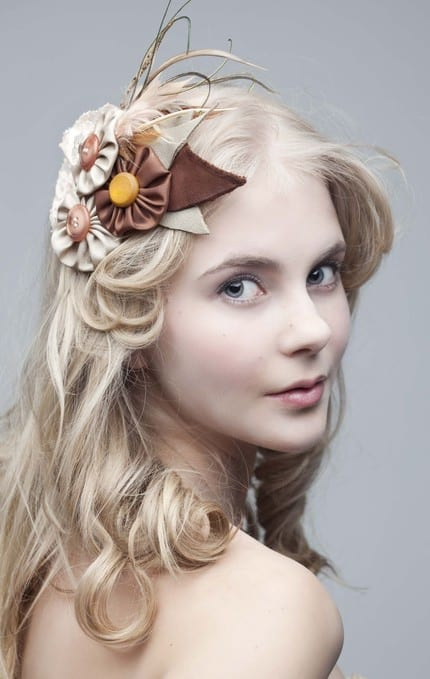 button-flower-feather-fascinator