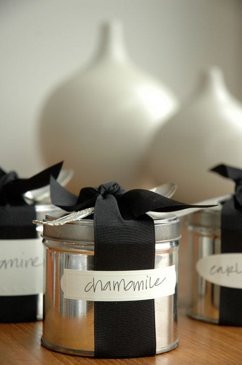 chamomile-tea-tin-ribbon-favor-ideas