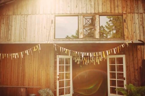 diy-party-bunting-barn-wedding