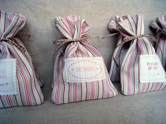 diy-valentines-day-gift-cookie-bundles