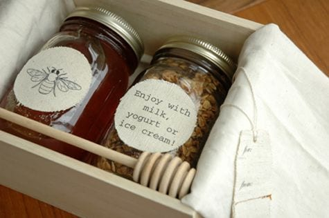 honey-granola-edible-wedding-favor-ideas