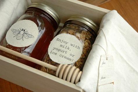 honey-granola-edible-wedding-favor-ideas