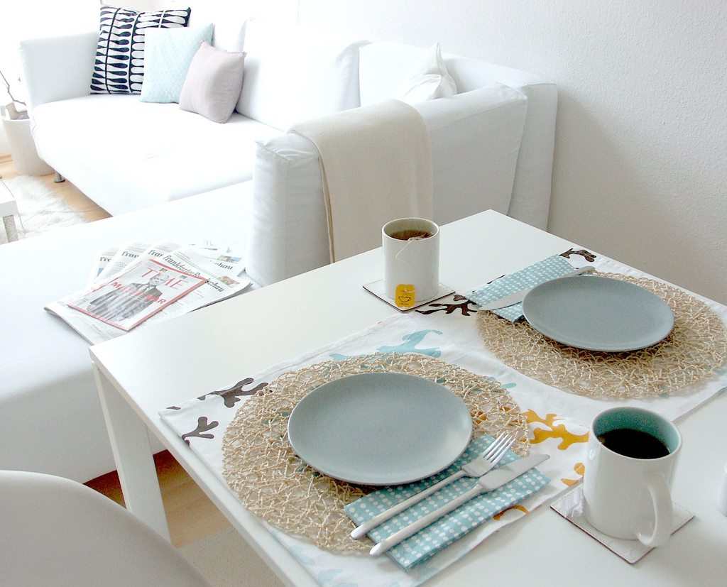 modern-apartment-style-table-setting-ideas-modern-wedding ...