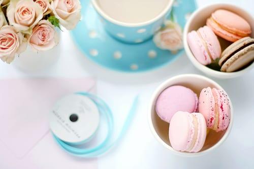 blue-white-polka-dots-pink-macarons