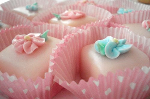 buttercream-forget-me-nots-pink-polka-dot-cupcake-wrappers
