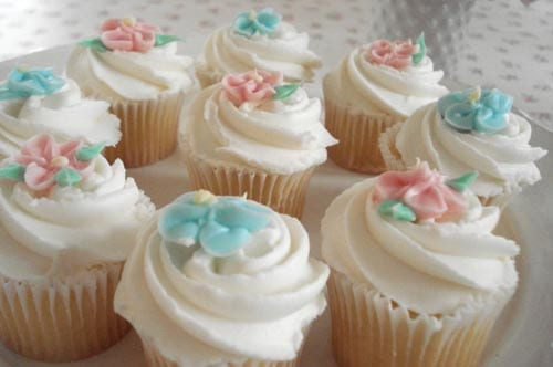 pink-blue-rose-vanilla-cupcakes-tea-party-birthday-party-themes