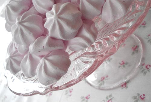 pink-meringues-vintage-cake-stand-rose-table-cloth-tea-party-ideas
