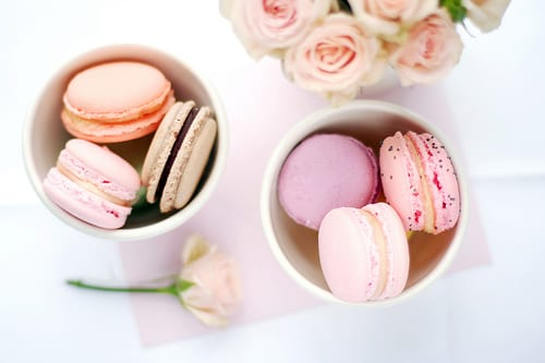 pink-peach-macarons-pink-rose-centerpieces