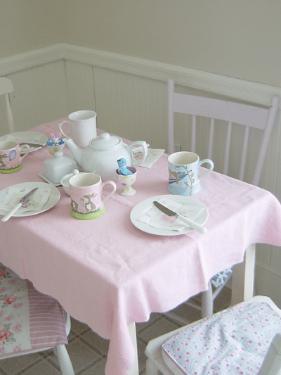 A Pretty Little Easter Table thumbnail