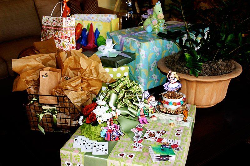 Baby Gift Ideas Under $30 : Baby shower gift ideas alice in wonderland theme the