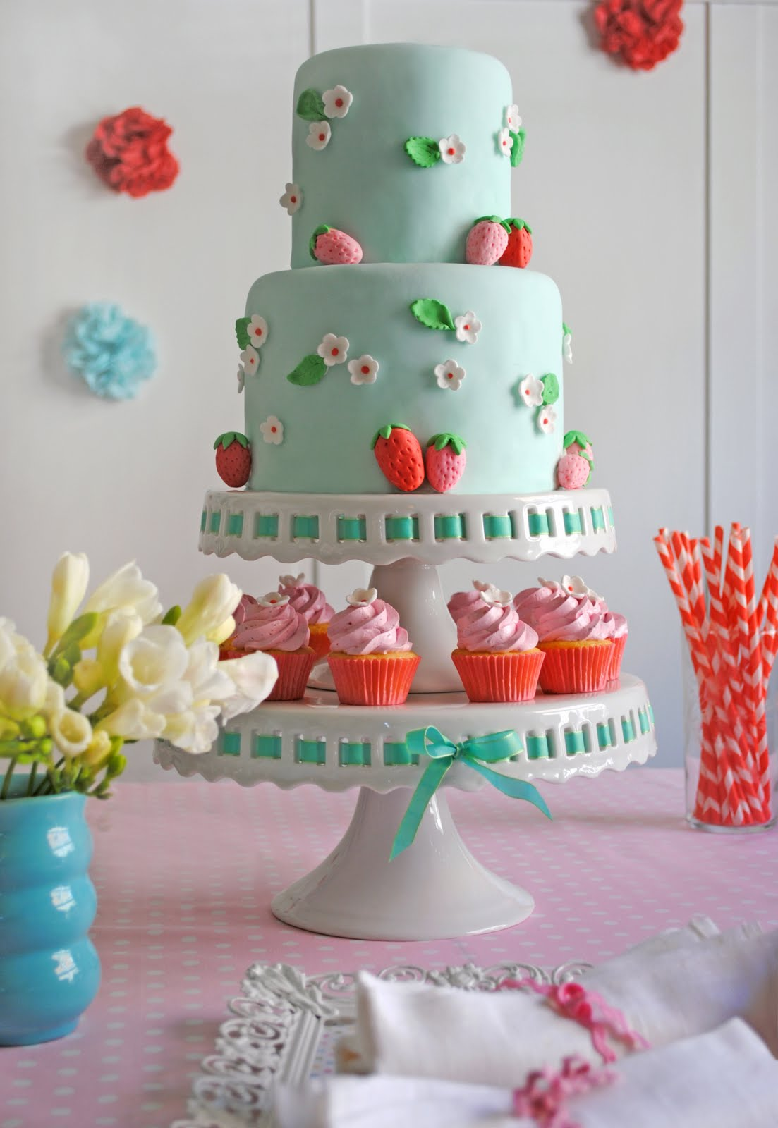 pinkbluestrawberrybirthdaycakebirthdaypartythemesribboncake