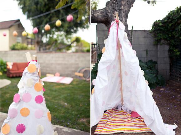 backyard-tee-pee-blanket-fort