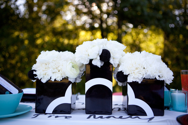 modern-black-white-teal-wedding-ideas - The Sweetest Occasion
