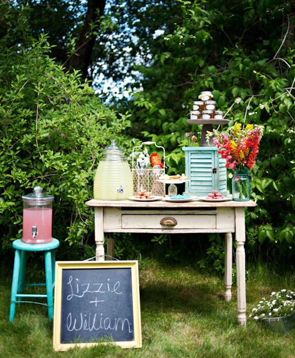 rustic-country-wedding-lemonade-jugs-1