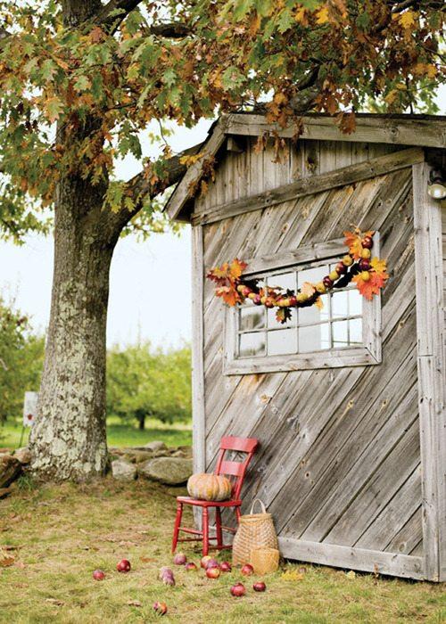 barn-apple-tree-garland