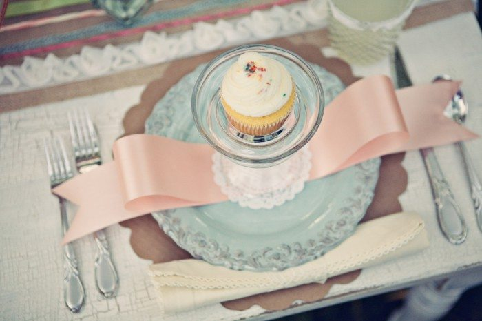 Cupcake place setting bridal shower ideas the sweetest for Place setting ideas