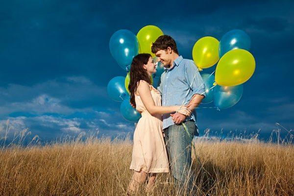 balloon-engagement-photos