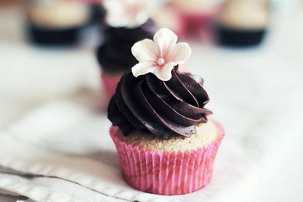 chocolate-flower-cupcake