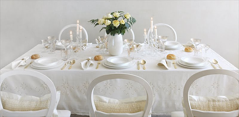 whitewinterweddingtable Apartment Therapy