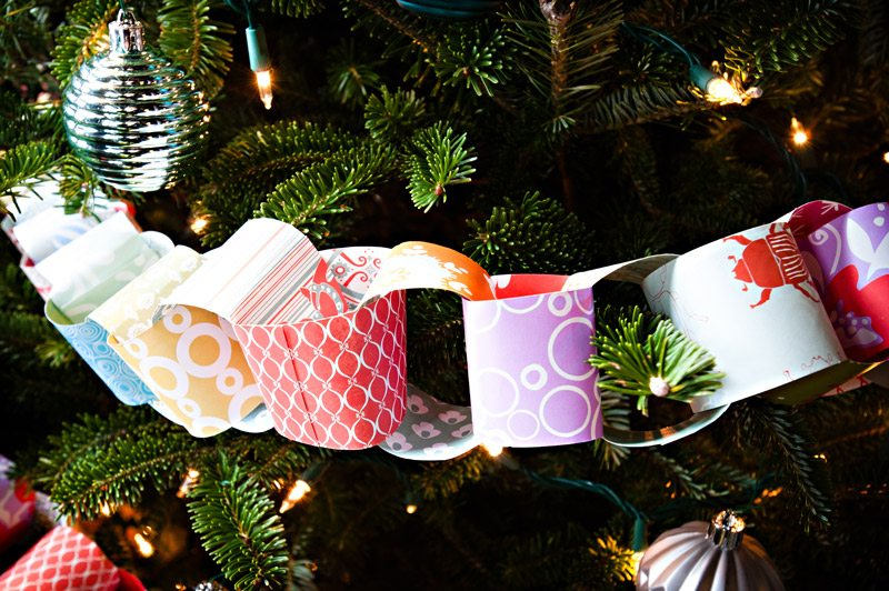 Create 6 Pop-Up Paper Chain Christmas Garlands or Ornaments with these kits Pack has instructions to make either a paper chain garland or ornaments. Paper chain garlands or ornaments are easy to assemble and get everyone in that festive holiday Christmas mood!