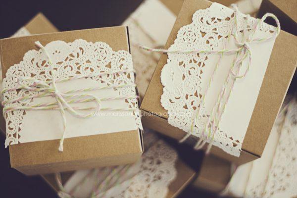 napperons en papier en dentelle crochet s le salon de th le blog d 39 un lys dans l 39 atelier. Black Bedroom Furniture Sets. Home Design Ideas