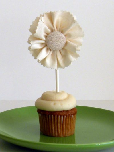 DIY Ruffled Cake Toppers thumbnail