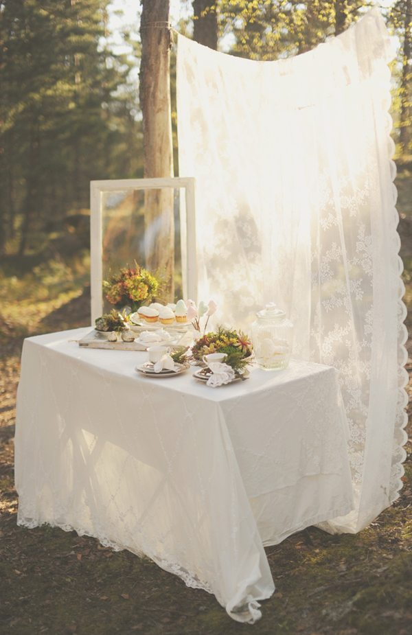 Pretty woodland wedding inspiration the sweetest occasion for Deco table jardin
