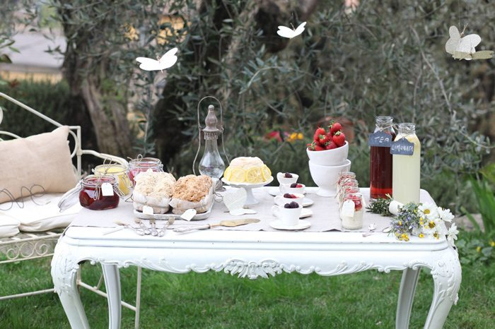 Ideas ppbmothersday brunch ideas buffet table party for Outdoor brunch decorating ideas