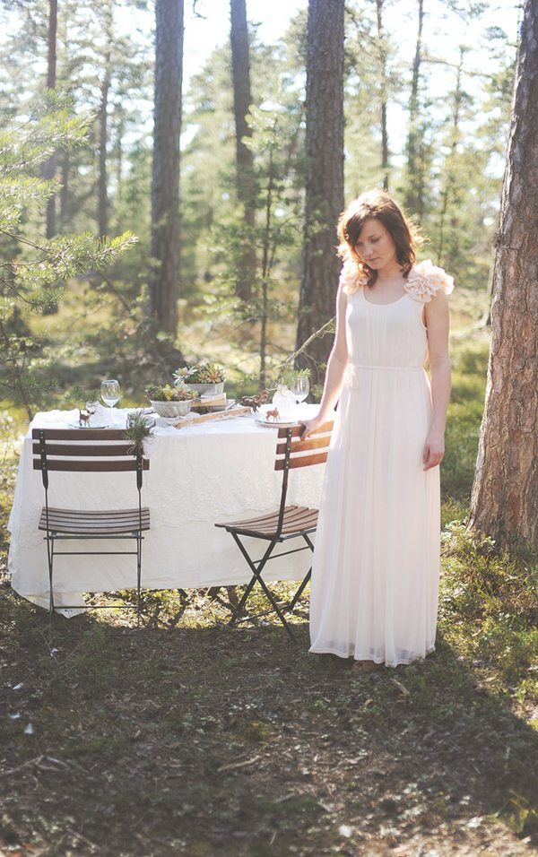Pretty Woodland Wedding Inspiration The Sweetest Occasion
