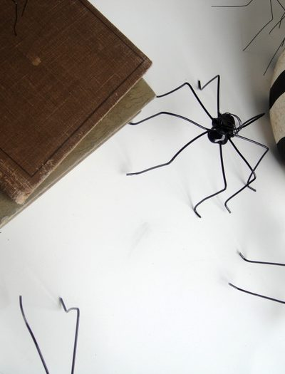 DIY Spider Placecards thumbnail