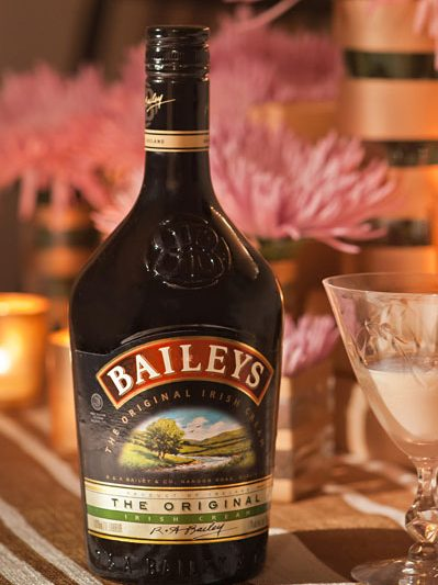 Friendsgiving with Baileys: Desserts + Cocktails thumbnail