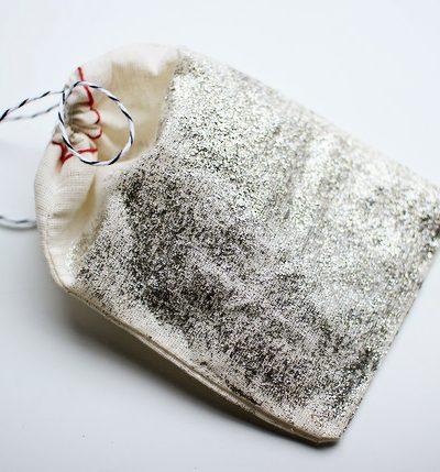 DIY Glitter Gift Bags thumbnail