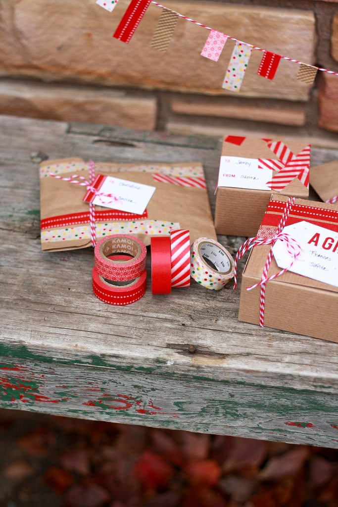 Washi tape gift wrap ideas printable gift tags the for Wrapping present ideas for christmas