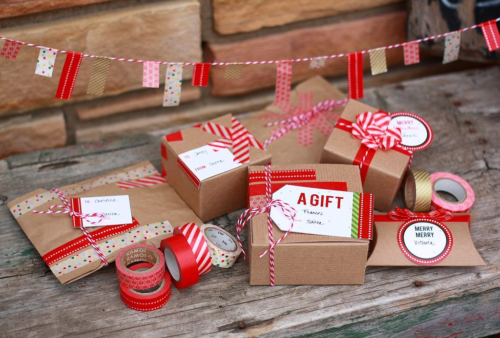Washi Tape Gift Wrap Ideas + Printable Gift Tags - The
