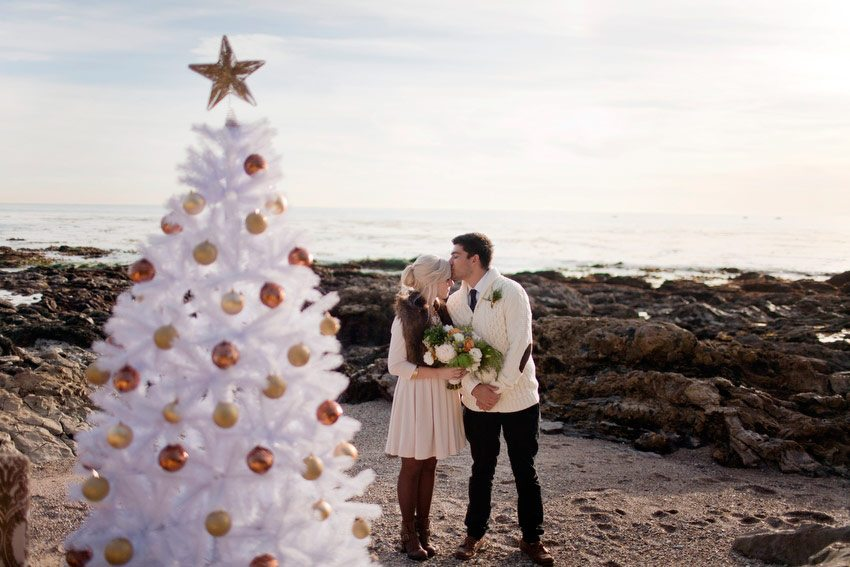 A Holiday Beach Engagement Shoot The Sweetest Occasion