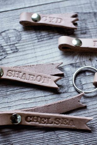 DIY Monogrammed Leather Keychains from @cydconverse