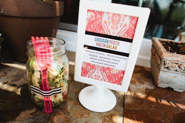 chicken-pesto-pasta-salad-in-mason-jar-with-neon-pink-fork - The ...