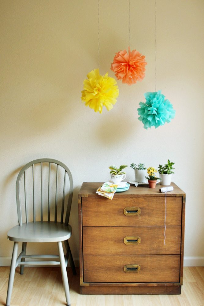 DIY Crepe Paper Poms - The Sweetest Occasion