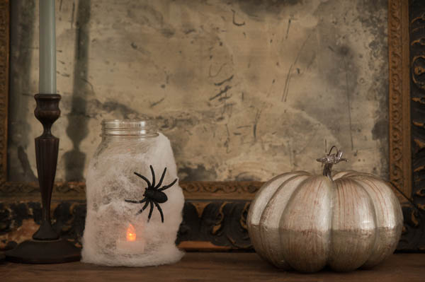 Halloween mason jar spider lanterns | The Sweetest Occasion