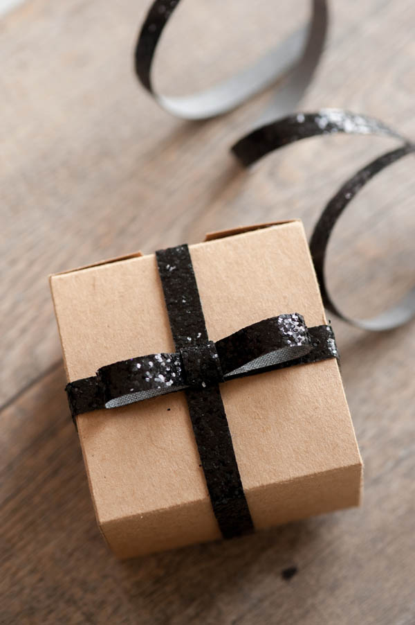 DIY gift wrap from the Sweetest Occasion