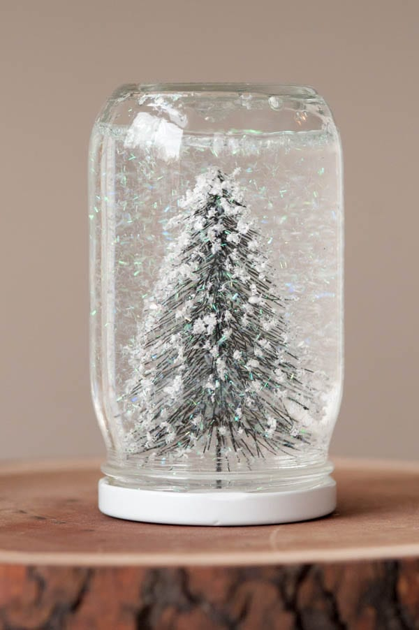 DIY snow globes from entertaining blog @cydconverse | Easy Christmas crafts, Christmas cocktail recipes, and holiday entertaining tips!