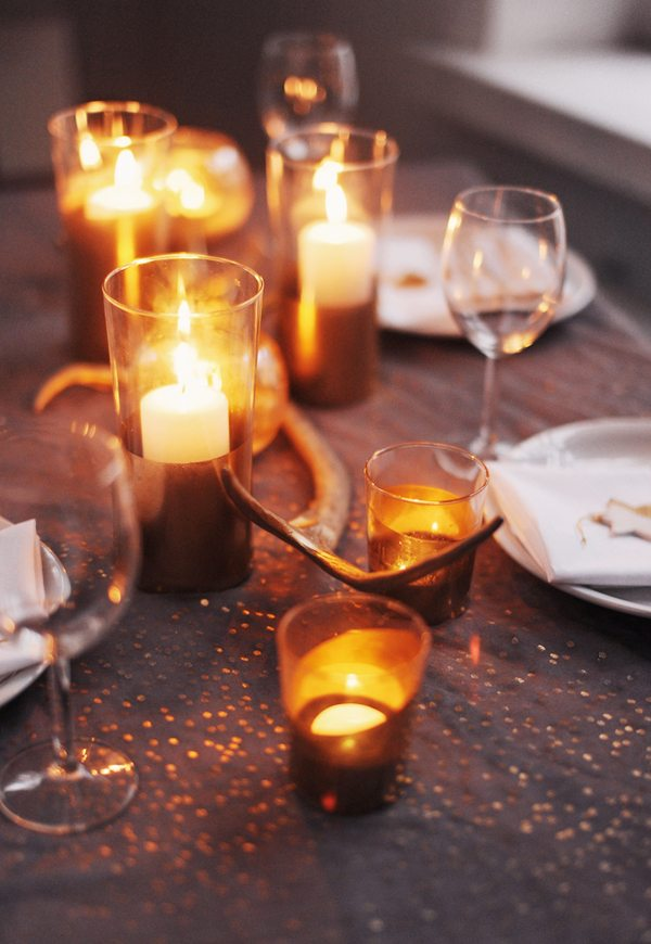 Gold holiday table by Hey Look via The Sweetest Occasion