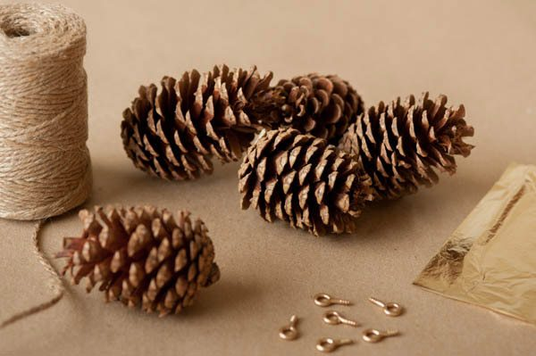 diy gold leaf pine cone garland the sweetest occasion. Black Bedroom Furniture Sets. Home Design Ideas
