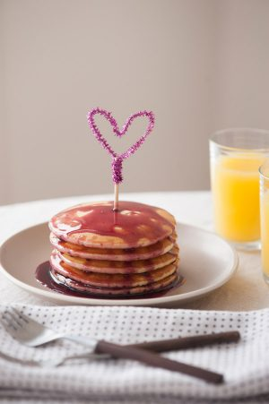 DIY pipe cleaner heart toppers from The Sweetest Occasion