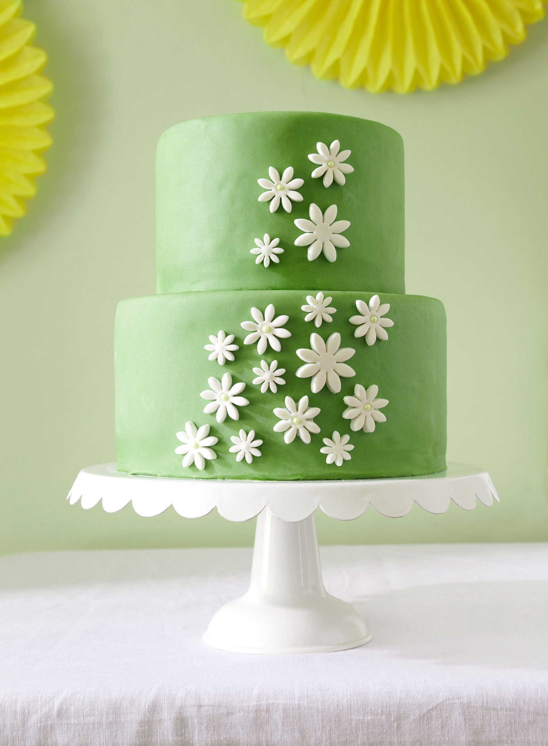 Green Daisy Cake The Sweetest Occasion